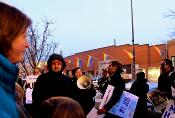 Nov. 27, 2013 | Dozens of workers and organizers protested outside Whole Foods Market in Chicago's Boystown neighborhood as part of a day-long strike calling for fair labor practices including fair scheduling with a day off for Thanksgiving. (Photo/Emily Brosious)