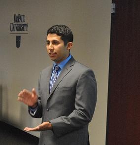 Juan Perez talking about peer-to-peer veterans outreach programs at DePaul University (Photo/Mike Reilley)